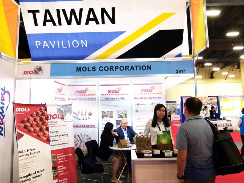 International-Fastener-Expo-Mols.jpg